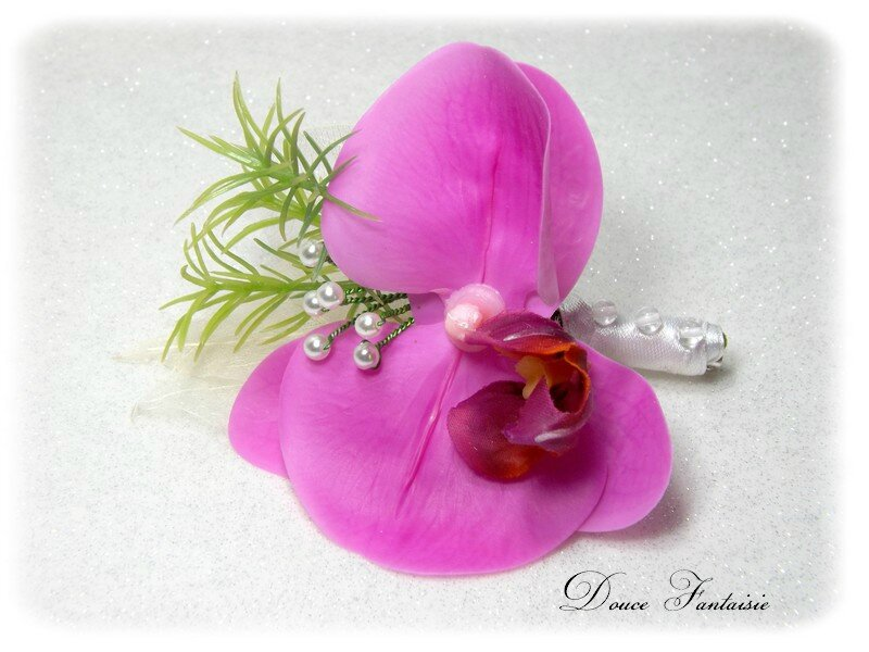 Boutonnière marié orchidée fuchsia