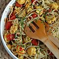 Spaghettis avec chou fleur épicé, tomates confites, câpres & amandes