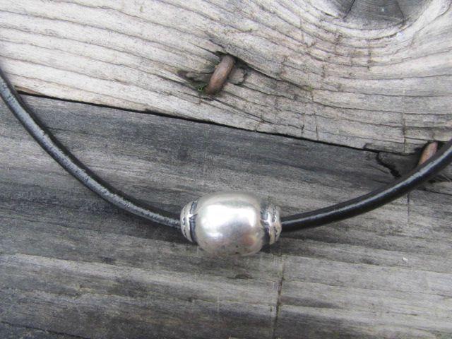 collier ras de cou homme perle