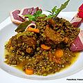 Lentilles à la tomate avec des saucisses de morteau et du magret de canard fumé