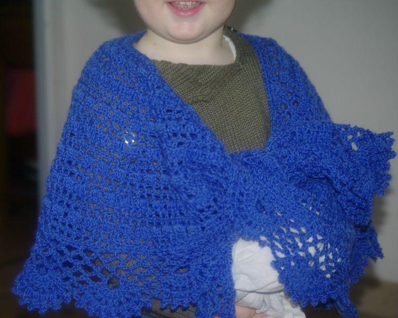 chale dentelle au crochet bleu