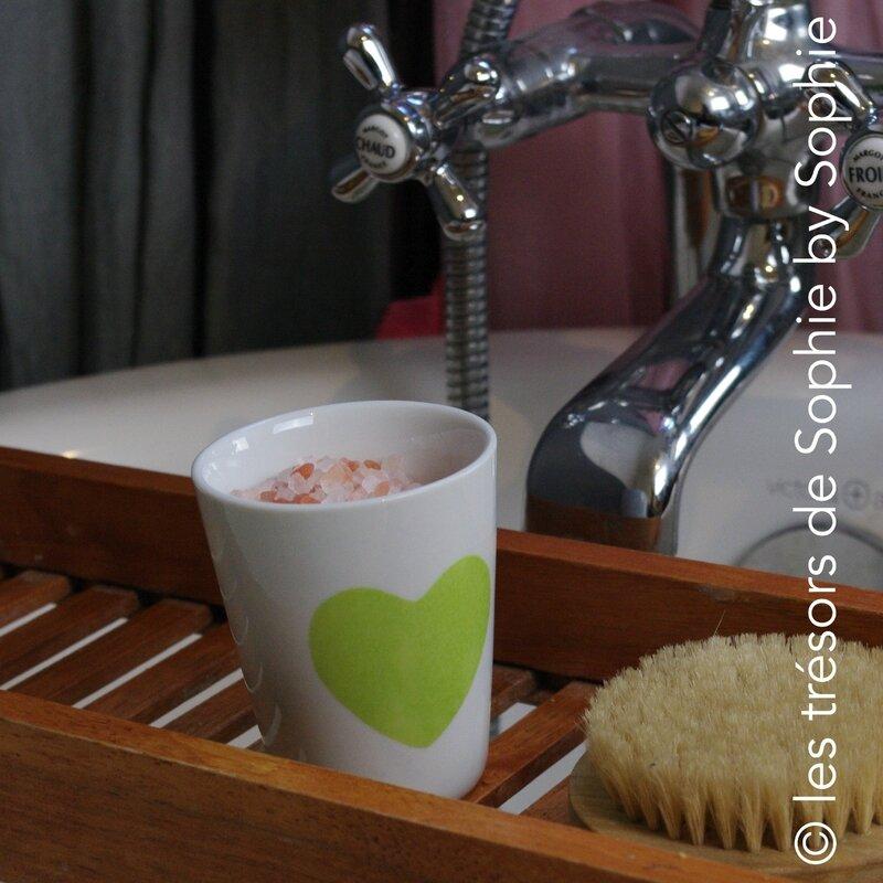 Porcelaine peinte à la main chupito coeur vert et sels pour le bain © les trésors de Sophie by Sophie