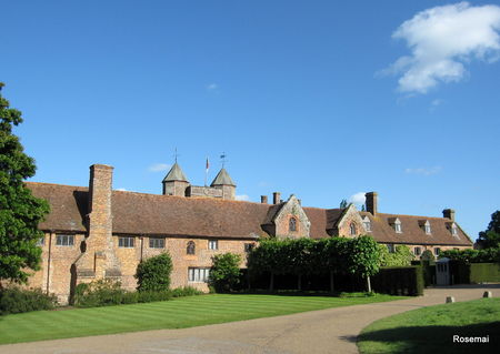 Sissinghurst_Castle_2