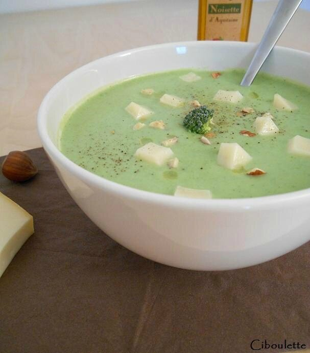 Velouté de brocolis à l'huile de noisette & au Mont des Cats®