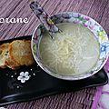 Soupe à l'oignon au curry vert