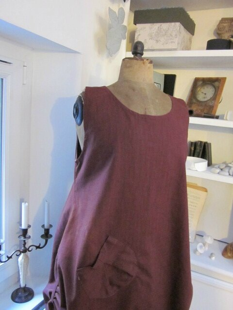 Robe CELESTE en lin bordeaux grand cru (4)