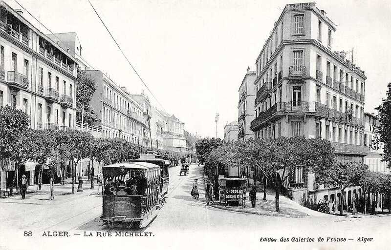 1280px-Alger,_rue_Michelet,_vers_1910