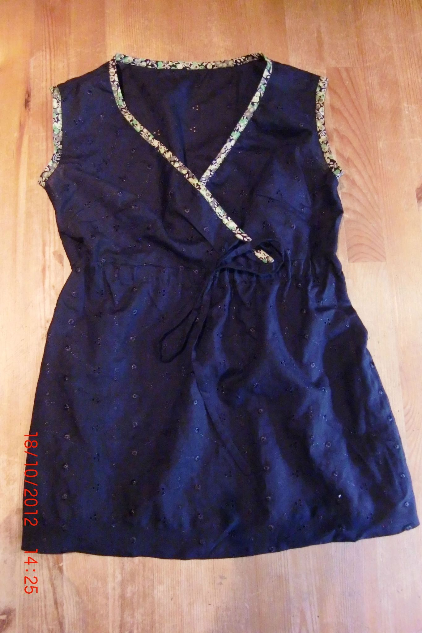 broderie anglaise bleue
