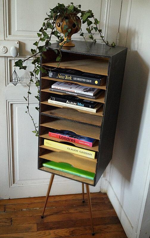 Meuble de tri pieds tripode - in situ livres