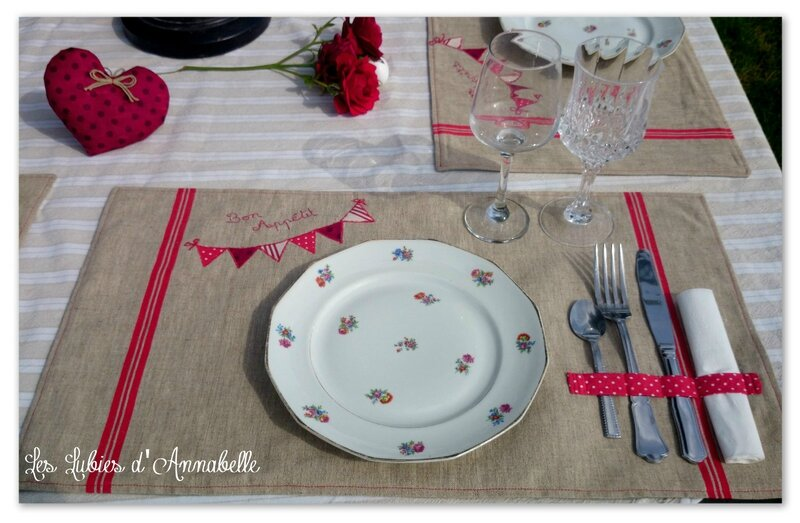 Lot 6 set de table + 3 coeurs rouge