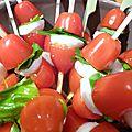 Brochettes tomate mozzarella et basilic