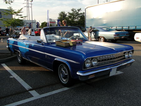 OLDSMOBILE_F_85_Deluxe_Cutlass_Convertible___1963__Rencard du Burger King, Offenbourg 1_