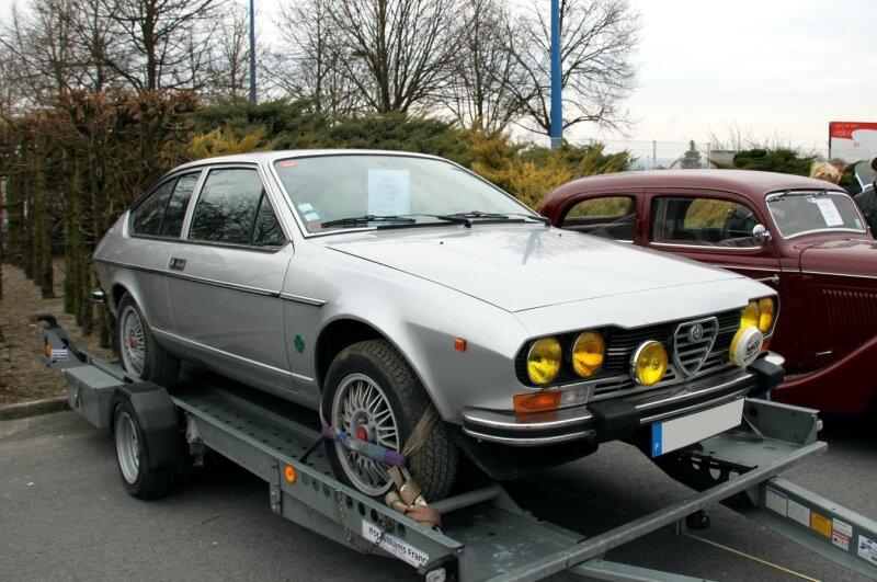 Alfa Roméo GTV 2000 de 1980 (23ème Salon Champenois du véhicule de collection) 01