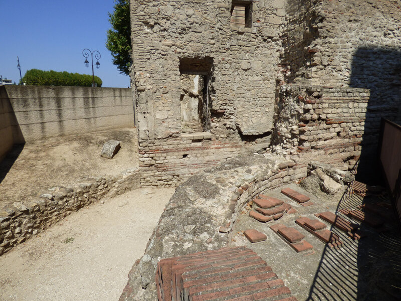 15 Arles Thermes Constantin (2)