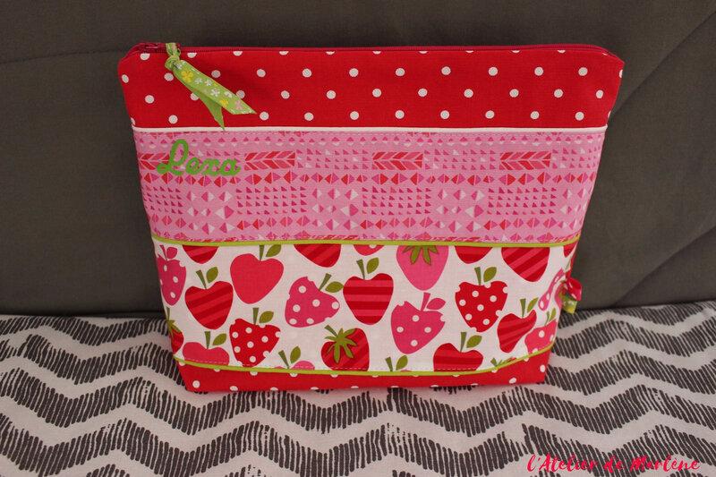 trousse de toilette enfant rose rouge fille fraise LEXA
