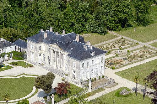 1_tourisme_chateau_de_buzay_17220_la_jarne_chateaux_abbayes_ou_monuments_religieux