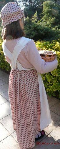 2008 03 - Fillette déguisée, jupe et charlotte provençales