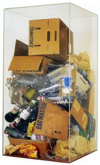 Déchets dans une boîte en Plexiglas-arman1