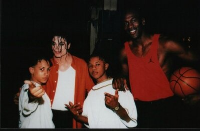 Behind-The-Scenes-In-Making-Of-Jam-michael-jackson-33951923-399-261