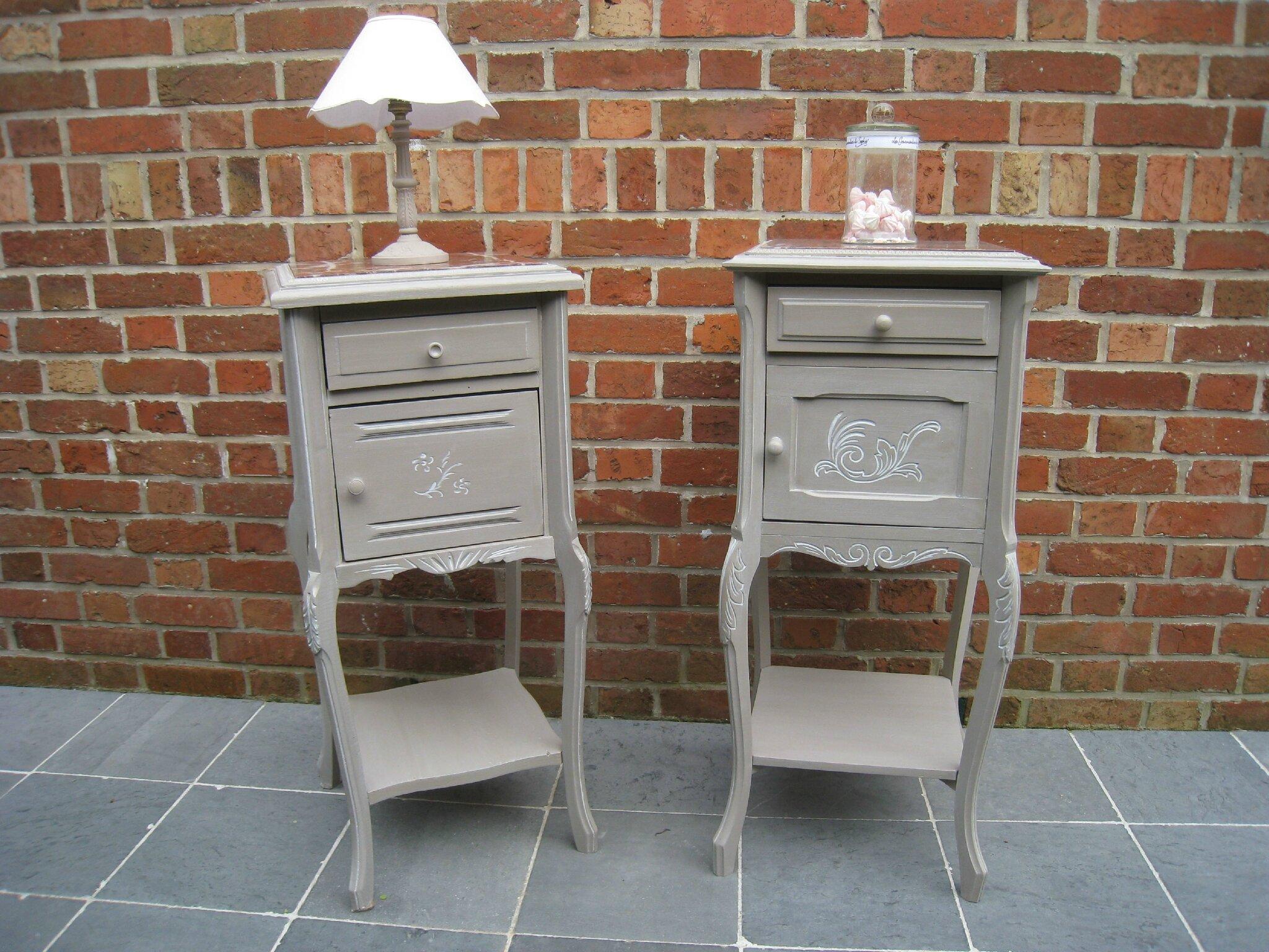 une table de toilette et ses 2 chevets anciens patines couleurs. Black Bedroom Furniture Sets. Home Design Ideas