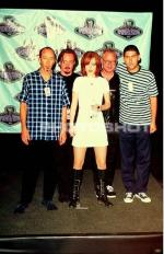 1996-06-08-MTV_Movie_Awards-backstage-3-1