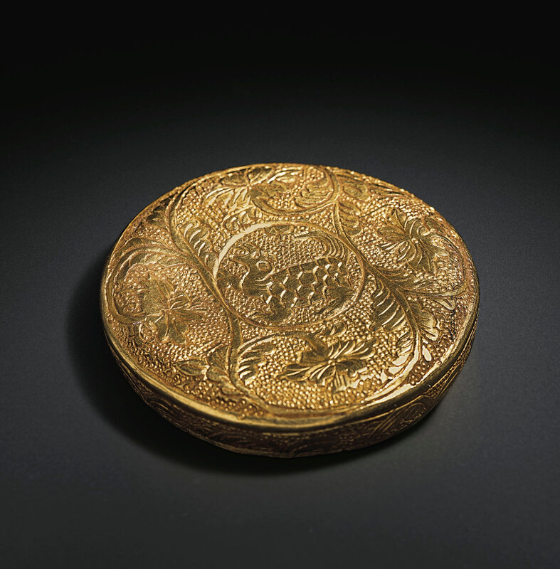 2019_NYR_18338_0569_004(a_circular_gold_tortoise_box_and_cover_tang_dynasty)