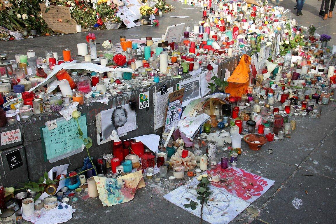Hommage attentats Répu 13-11-15_6314