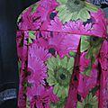 Ciré AGLAE en coton enduit à grosses fleurs fushia et verta nis fermé par un noeud (8)