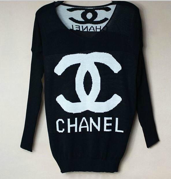 un pull noir et blanc Chanel - Boo de mode 3951929439a