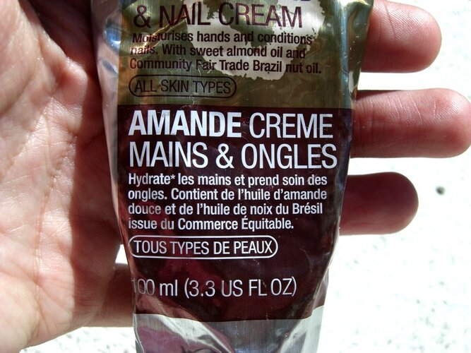 Crème main et ongles à l'amande de The body shop princesse affreuse (1)