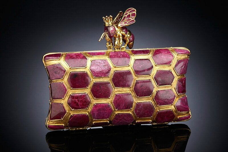 Luis Alberto Quispe Aparicio, Unique carved Ruby clutch handbag Kleodora-The Queen Bee'