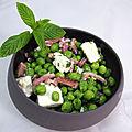Salade de petits pois, féta, lardons