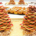 Sapins de noël en biscuit et décoration de sablés