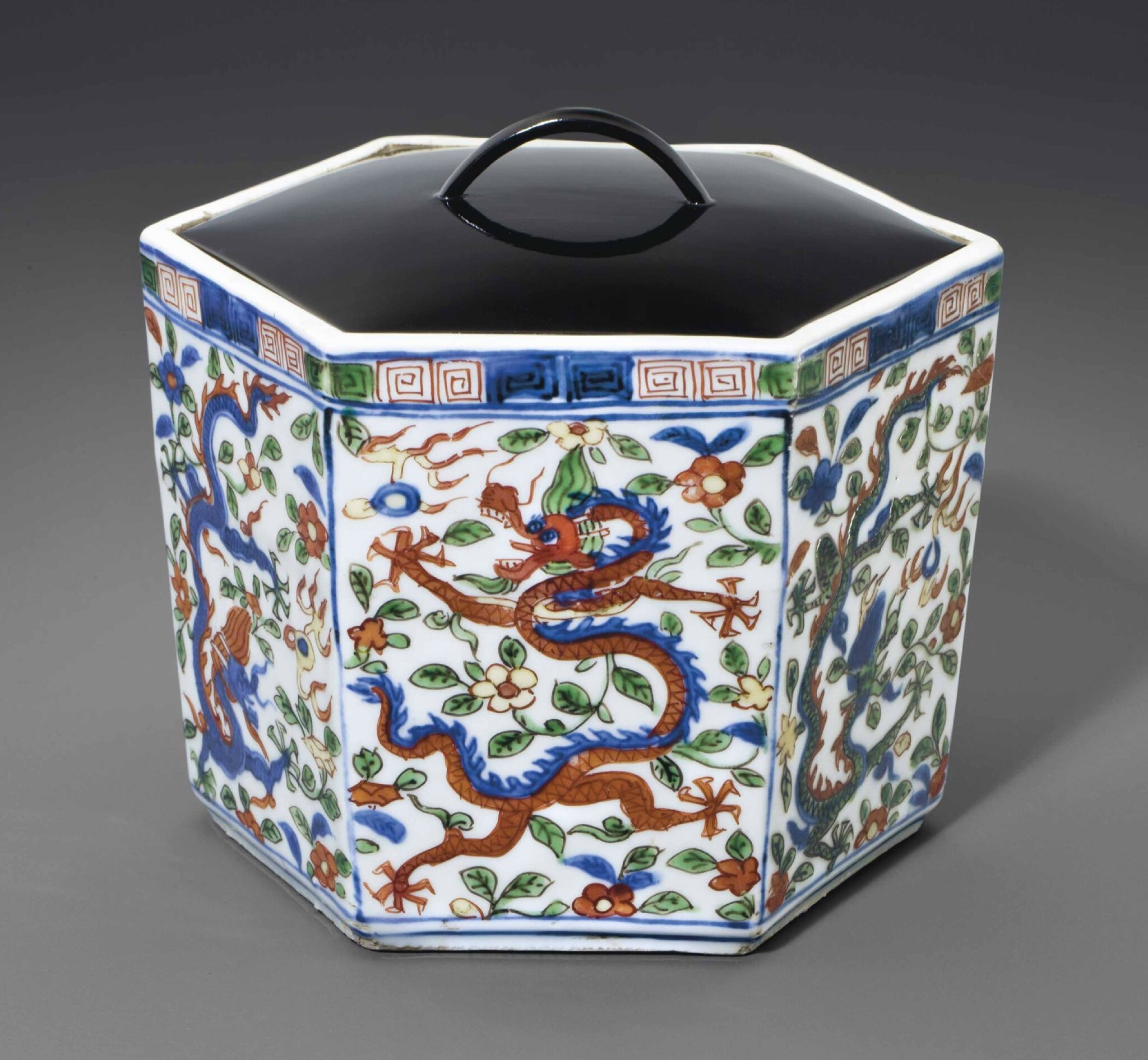 A wucai hexagonal 'dragon' box and a cover, Wanli six-character mark in underglaze blue within a double circle and of the period (1573-1619)