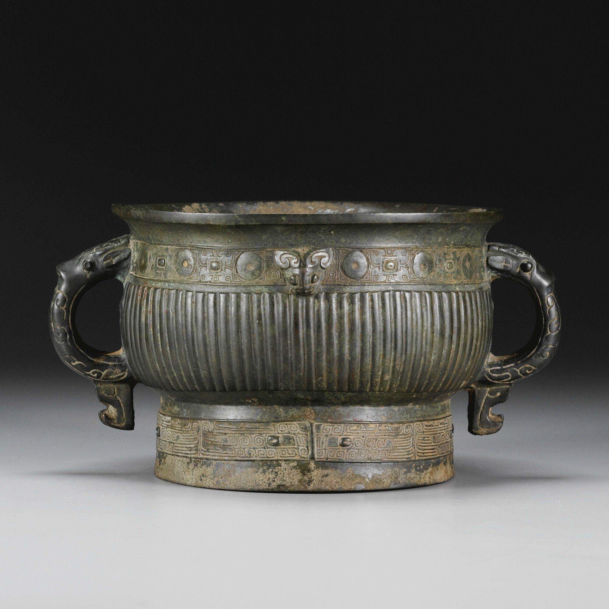 An archaic bronze ritual food vessel, gui, Shang dynasty-Western Zhou dynasty