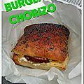 Burger chorizo au pain parmentier et pavot