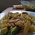 Salade froide de pâtes, dinde et avocat