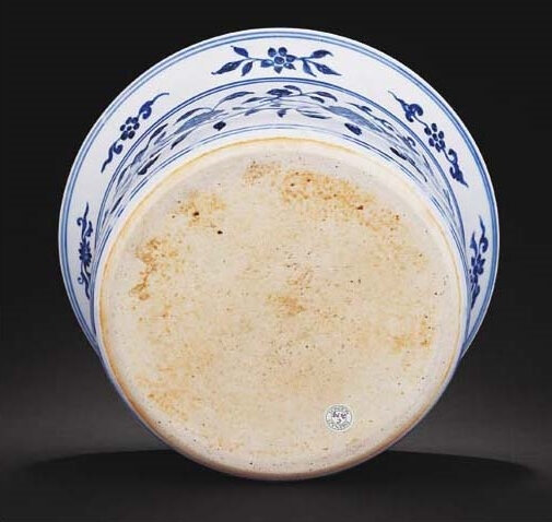 An important and extremely rare early Ming blue and white basin, Yongle period (1403-1425)2