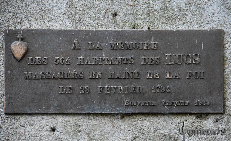 Chapelle et plaque commémorative des 564 villageois massacrés le 28 février 1794 aux Lucs-sur-#Boulogne en #Vendée, dont 127 #enfants de moins de 10 ans