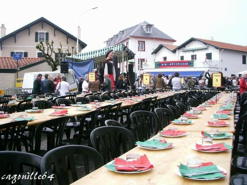 Repas populaire, table et chaise du 11e