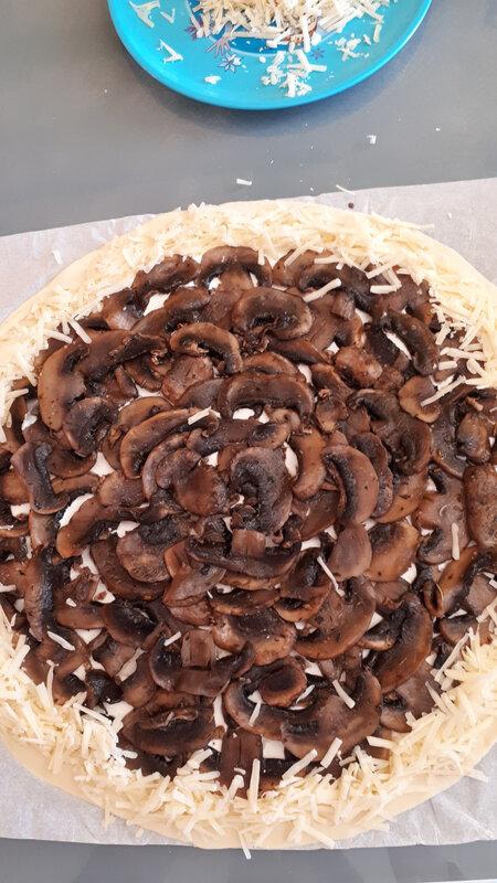 Minis croissants et minies pizzas pour l'apéritif 065
