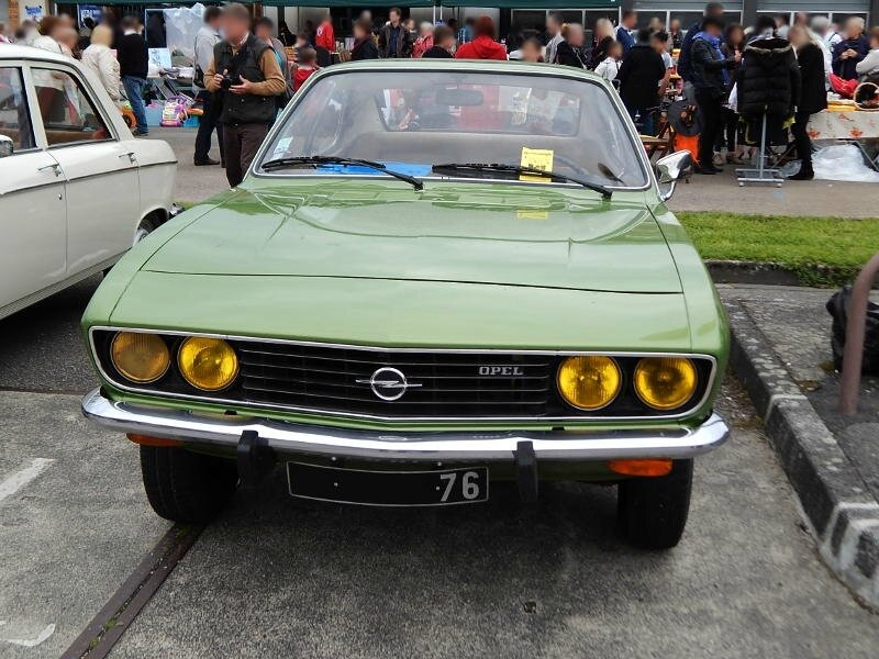 OpelManta1200Sav