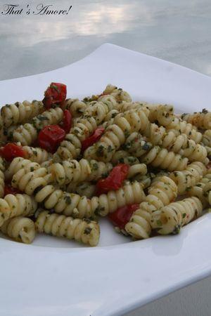 Salade_de_p_tes_au_pesto_de_roquette_et_tomates_confites2