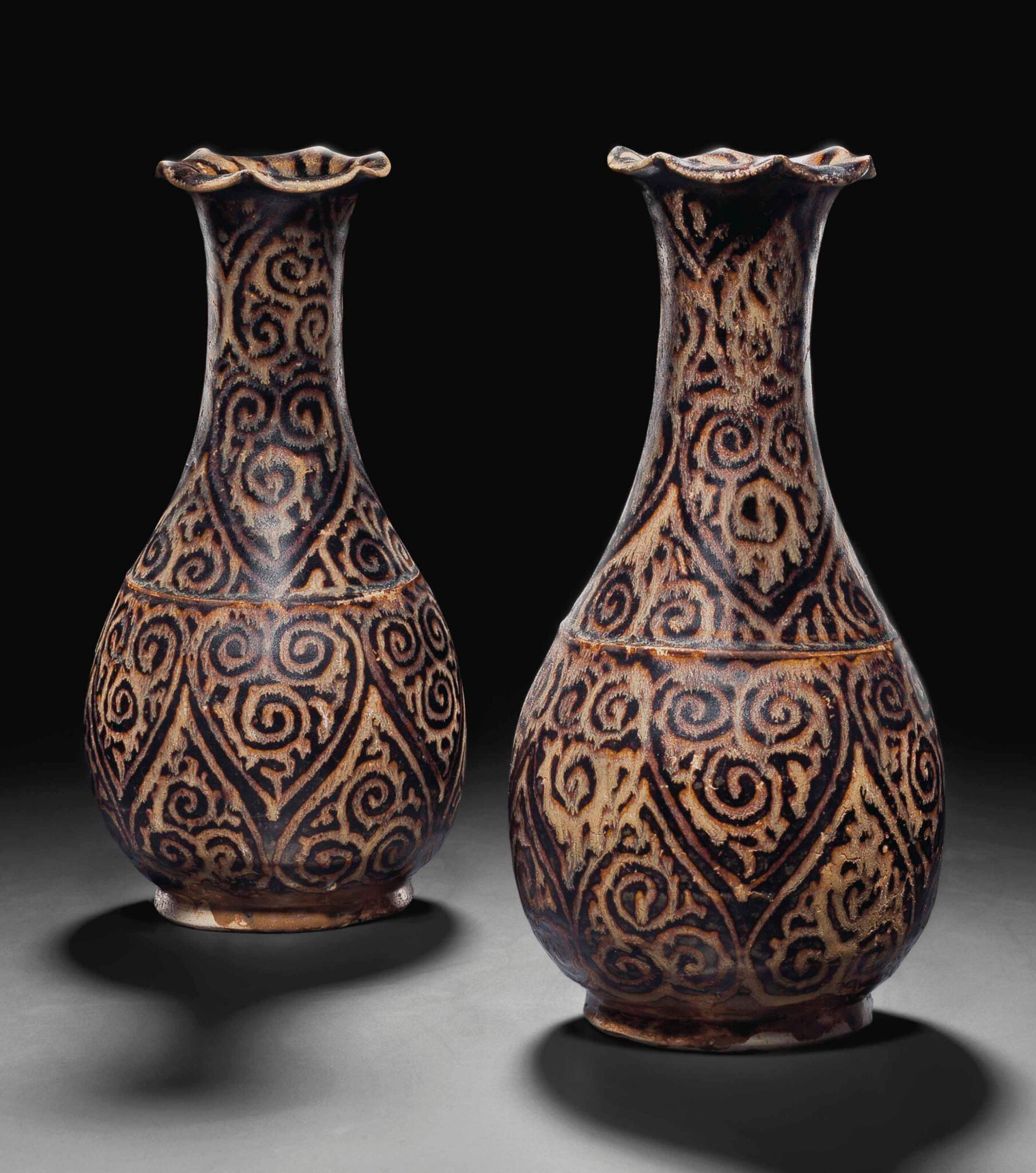 A pair of very rare Jizhou guri-style pear-shaped vases, Southern Song dynasty