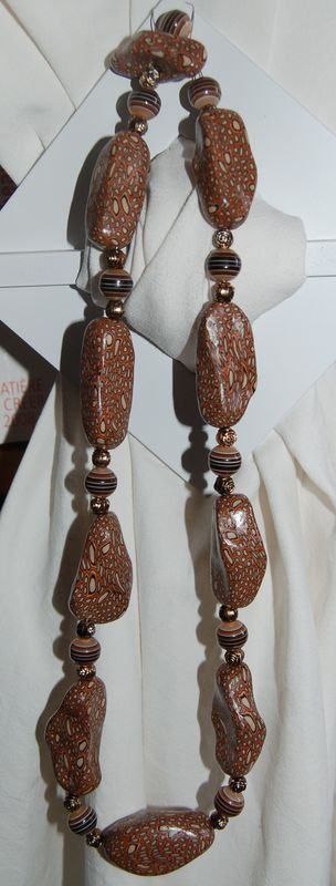 Collier galets marrons en