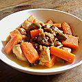 Tajine de poulet aux carottes et olives vertes