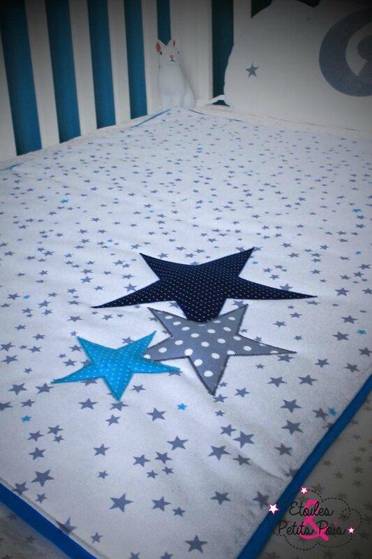couverture beb blanc et bleu etoiles3