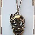Pendentif style vintage punk gothique tête de mort vampire _ main yeux strass crystal métal couleur bronze