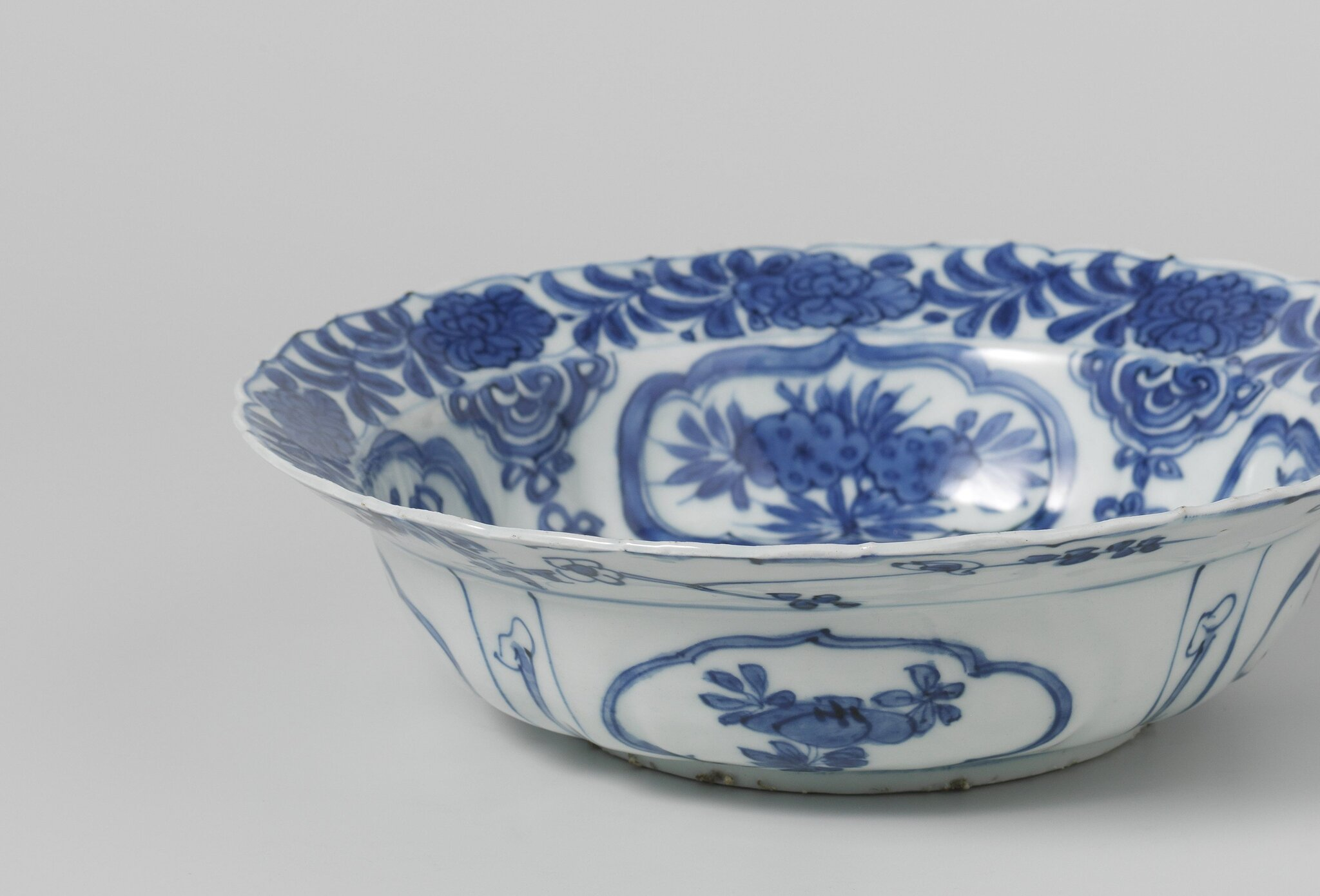 Blue_and_white_klapmuts_bowl__Wanli_period__1573_1619___1580_1620