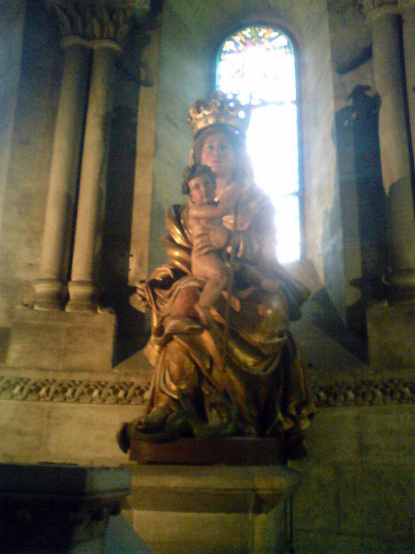 Eglise Ste Croix, Chapelle de ND de Consolation, autel, statue de ND de Consolation